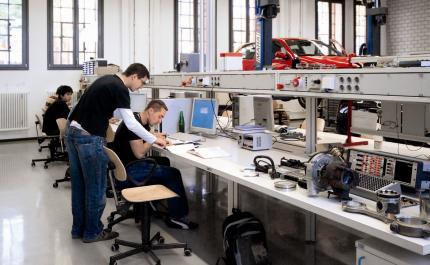 Ausbildung KfZ Labor am Bayerischen Untermain
