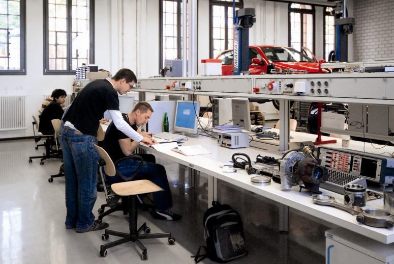 Ausbildung im KfZ Labor am Bayerischen Untermain